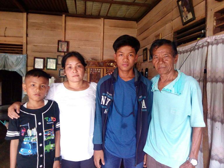 Dion bertemu kembali dengan keluarganya